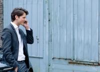 Manager beim Telefonieren.jpg