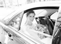Braut im Brautauto.jpg