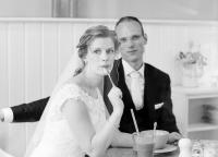 Brautpaar beim Kaffee trinken.jpg