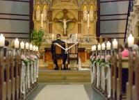 Brautpaar in der Kirche.jpg