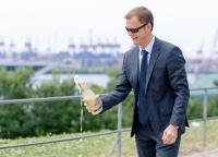 Glueckwuensche mit Blick auf die Elbe.jpg
