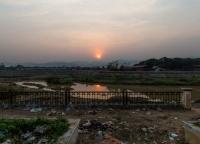 Sonnenuntergang auf dem vietnamesischen Markt.jpg