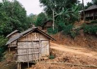 Holzhuetten in Vietnam.jpg
