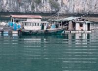 Hausboote in der Halong Bucht.jpg