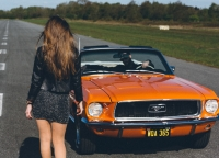 Mustang-auf-Landebahn