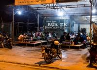 typisches Restaurant in Vietnam.jpg